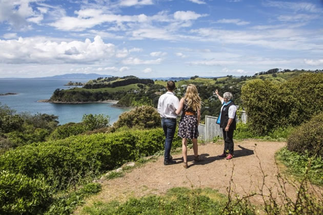 Auckland day tours - Waiheke Wine Tour