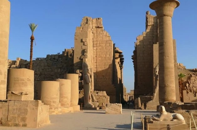 Cairo Day Tours: see the historic ruins at Luxor, Egypt.