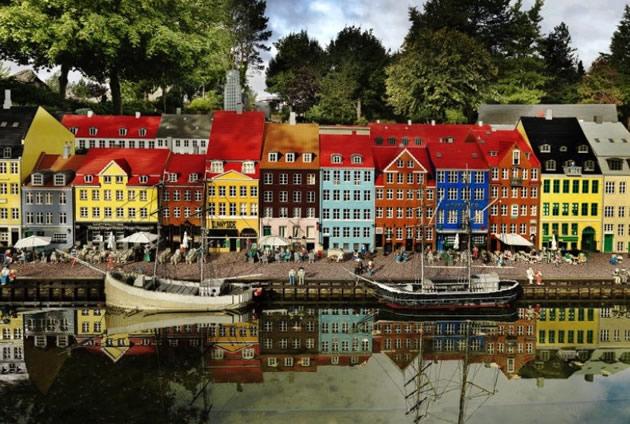 A lego version of Copenhagen's old harbor.