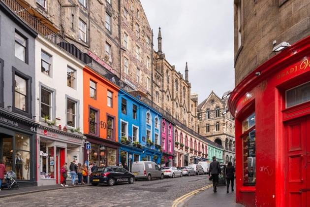 A street in old town Edinburgh.