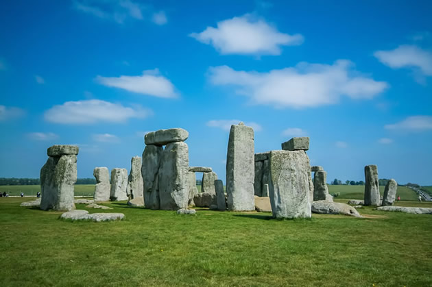 The giant stones at Stonhedge in England.