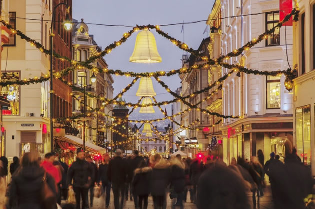 A crowd wanders around a Christmas market in Oslo, Norway.