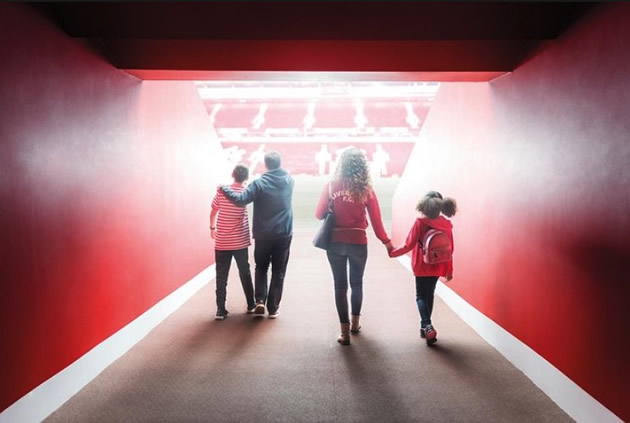 Liverpool Day Tours: Visit Anfield stadium in Liverpool